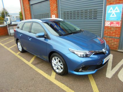 Used TOYOTA AURIS in Gravesend, Kent for sale